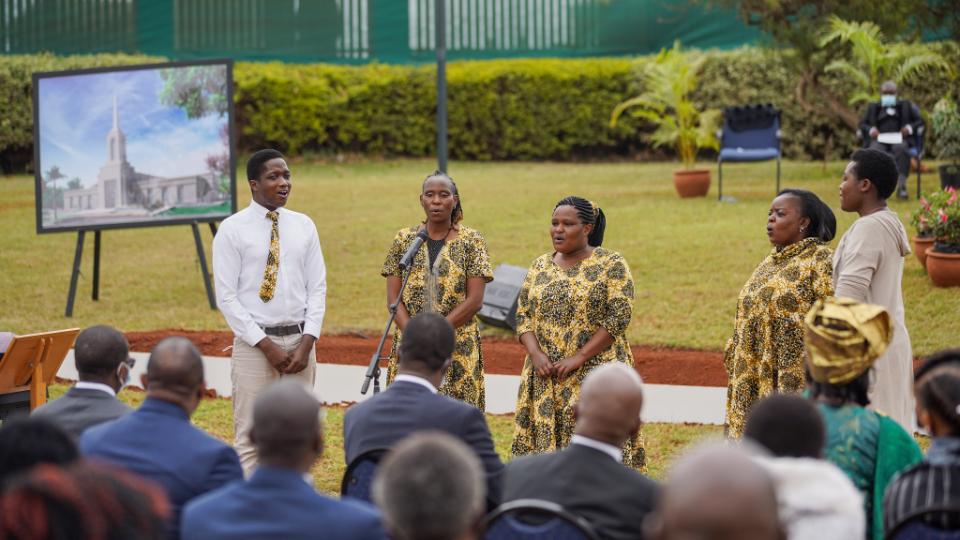 Choir-sings-at-Nairobi-Kenia-Groundbreaking