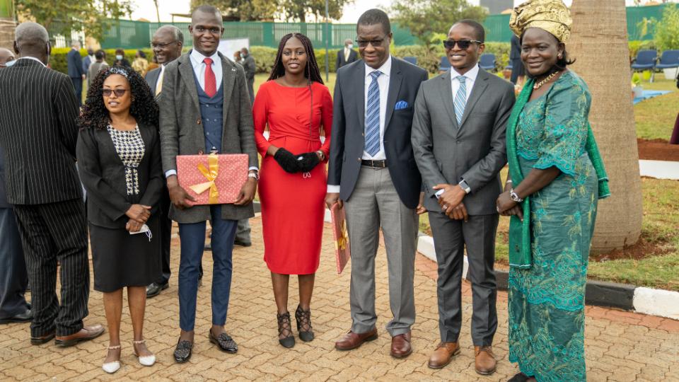 Honorable invitado-representa-la-oficina-de-Raila-Odinga-e-Ida-Odinga-en-enia-Nairobia-Innovador